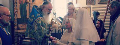 Белгородские сёстры милосердия поздравили своего духовника с 20-летием пастырского служения в Никольском храме