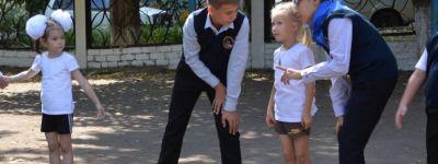 В старооскольской православной гимназии волонтеры-старшеклассники взяли шефство над новичками-первоклассниками
