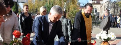 Грайворонцы в память о жертвах трагедии в Керчи возложили цветы у часовни святителя Иоасафа