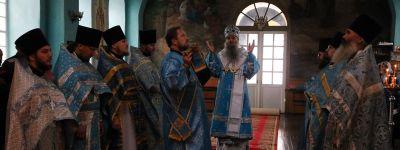 Епископ Валуйский совершил Божественную Литургию в храме в селе Погромец