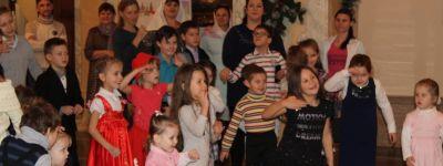Белгородские сёстры милосердия и активисты «Нового Поколения» устроили праздник для малышей