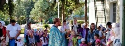 Яблочный Спас в белгородском православном детском саду начался с молебна