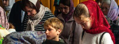В Лазареву субботу митрополит Белгородский совершил Божественную литургию в домовом храме Белгородской семинарии