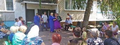 Валуйские общественные активисты организовали празднование Медового Спаса во дворах многоэтажек