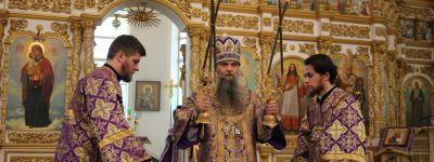 В Крестопоклонную неделю Великого поста епископ Валуйский совершил торжественное богослужение в Свято-Николаевском кафедральном соборе