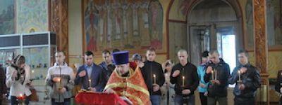 Клирик  новооскольского Успенского собора  напутствовал призывников на достойную службу в русской армии