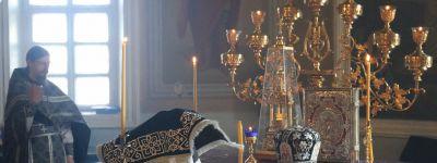 Епископ Губкинский совершил литургию в храме в Теплом Колодезе