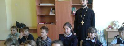 О самоценности добра поговорил с ученикам Ржавецкой школы настоятель храма святого Димитрия Солунского
