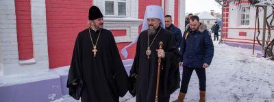 Белгородский митрополит совершил Божественную литургию в Крестовоздвиженском храме в Белгороде