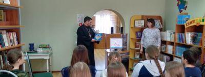 Школьники Стрелецкой средней школы побеседовали о книгах с  настоятелем Храма Успения Пресвятой Богородицы