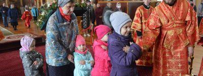 Епископ Валуйский навестил Алексеевское благочиние, где совершил пасхальную службу в кафедральном соборе
