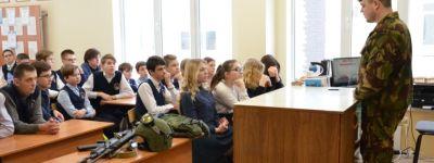 Старооскольские православные гимназисты встретились с инструктором военно-патриотического клуба «Каскад»