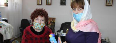 Белгородское сестричество милосердия и средствами гигиены помогает попавшим в трудное положение