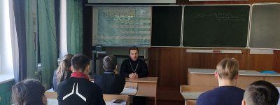 Важность живой встречи человека с другой личностью поняли волоконовские школьники в ходе Сретенских встреч с духовенством
