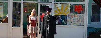 Батюшка из храма Успения Божьей Матери посёлка Пролетарский выступил перед детьми в загородном лагере