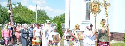 Богослужение и крестный ход, посвящённые Дню Святого Духа, совершили в селе Новенькое