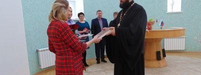Бирюченский благочинный поздравил семью Шестакевич с рождением третьей дочери