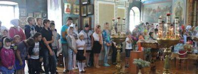 Новооскольские священники объяснили детям, что вера учит быть добрыми, жить в поле любви, доброжелательности и счастья