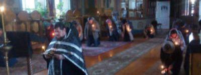 Великое повечерие с чтением великого покаянного канона совершили в первый день поста в Свято-Ильинском храме в Красном