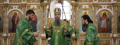 В день преподобного Серафима Саровского совершена литургия в Свято-Николаевском кафедральном соборе в Валуйках