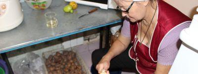Белгородское сестричество милосердия продолжает прием сезонных овощей и фруктов для бедных и бездомных