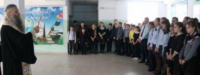 Епископ Валуйский совершил молебен об успешном учении отроков во 2-й школе Валуек