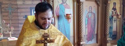 В храме святителя Димитрия Ростовского батюшка раздал прихожанам просветительские листовки