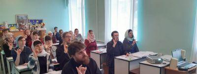 Настоятель храма иконы Божией Матери «Нечаянная радость» закончил курсы русского жестового языка