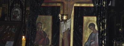 Службу поклонения Святым Страстям Христовым провели в Спасо-Преображенском кафедральном соборе в Губкине