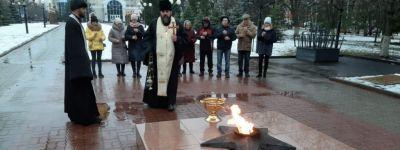 Молитву по русским воинам совершили в Строителе после попытки осквернения мемориала