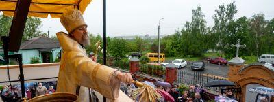 Митрополит Белгородский совершил Божественную литургию на площади перед храмом Вознесения Господня в Старом Осколе