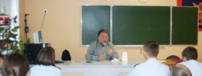 Кадеты-восьмиклассники в Валуйках поговорили о Сретенье со священником, окормляющим городское казачье общество