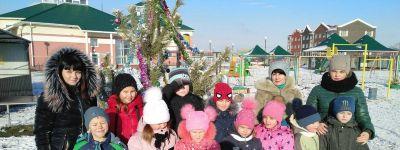 В ТОСах в Пятницком провели рождественские игры у ёлок