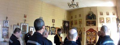 В храме святого великомученика и целителя Пантелеимона в колонии-поселении в Валуйках исповедали и причастили заключенных