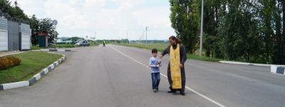 В Красной Яруге освятили опасный участок автодороги