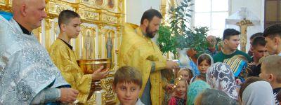 На торжественном молебне на новый учебный год в Бирюче детей попросили не забывать о молитве во всех начинаниях