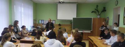 О поиске смысла жизни поговорил с девятиклассниками отец Фёдор Сикуринец
