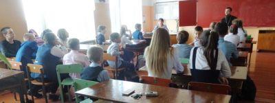 Батюшка рассказал ивнянским детям как живет священник