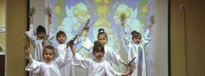 Воспитанники воскресной школы показали представление «Свет Христова Рождества» ребятам из валуйского детского сада «Золотая рыбка»