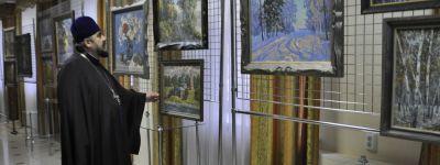 Настоятель Спасо-Преображенского кафедрального собора на выставке картин отметил, что  они  излучают мягкий свет