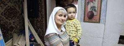 Белгородские сёстры милосердия навестили многодетную семью в Порубежном и подарили ей кровать
