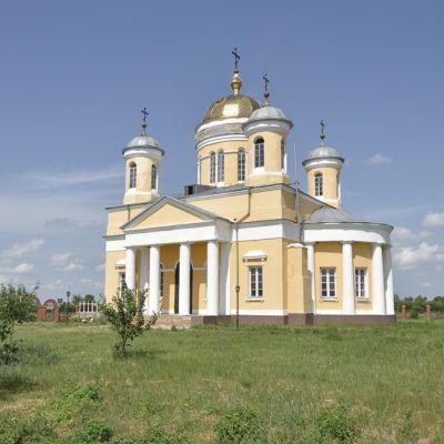 Храм Троицы Живоначальной в селе Становое