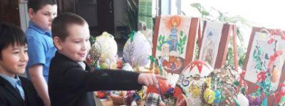 Выставка детских поделок на тему Пасхи под звон колоколов открылась в школе №4 в Валуйках