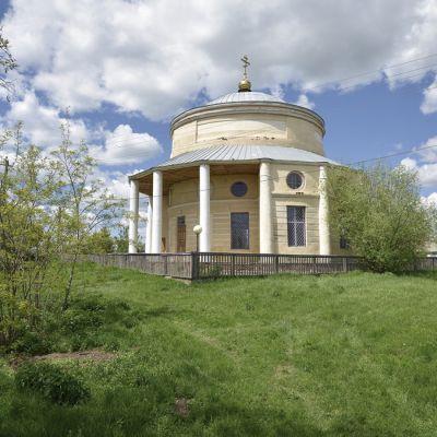 Петро-Павловский храм в селе Ивановка