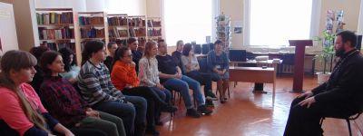 Вопросы о православии, о вере, причастии задала священникам молодёжь в День православной книги в Бирюче